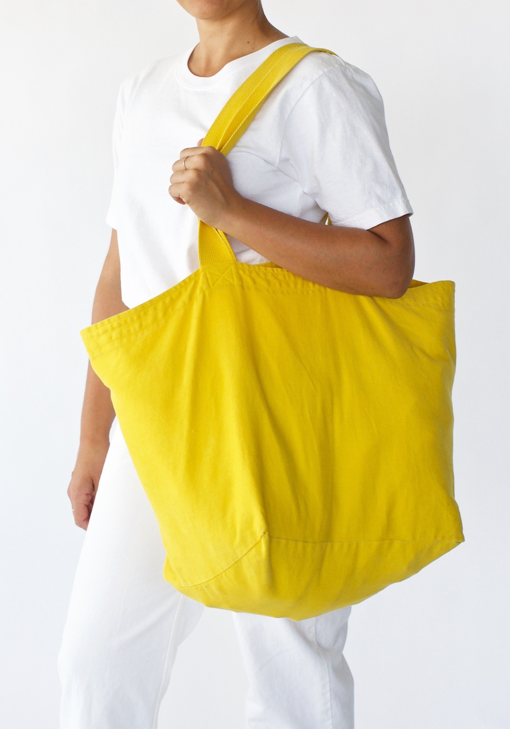 YellowTote_Rotating_05